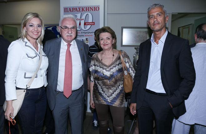 Οι Γιώργος Τσούκαλης με τη σύζυγό του Γιώργο Καλλιακμάνη (πρόεδρο ΠΟΑΣΥ) και τη Νατάσα Ράγιου (πρώην βουλευτής ΝΔ)