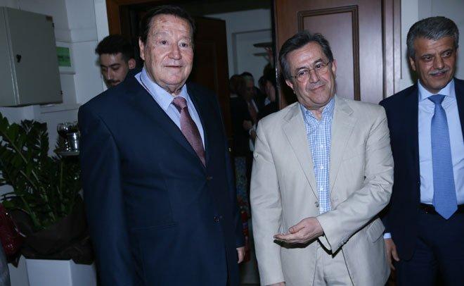 Οι Φίλιππος Βρυώνης (Ιδιοκτήτης Epsilon) με τον ανεξάρτητο βουλευτή Νίκο Νικολόπουλο και τον Μενέλαο Δασκαλάκη ( ΝΔ)