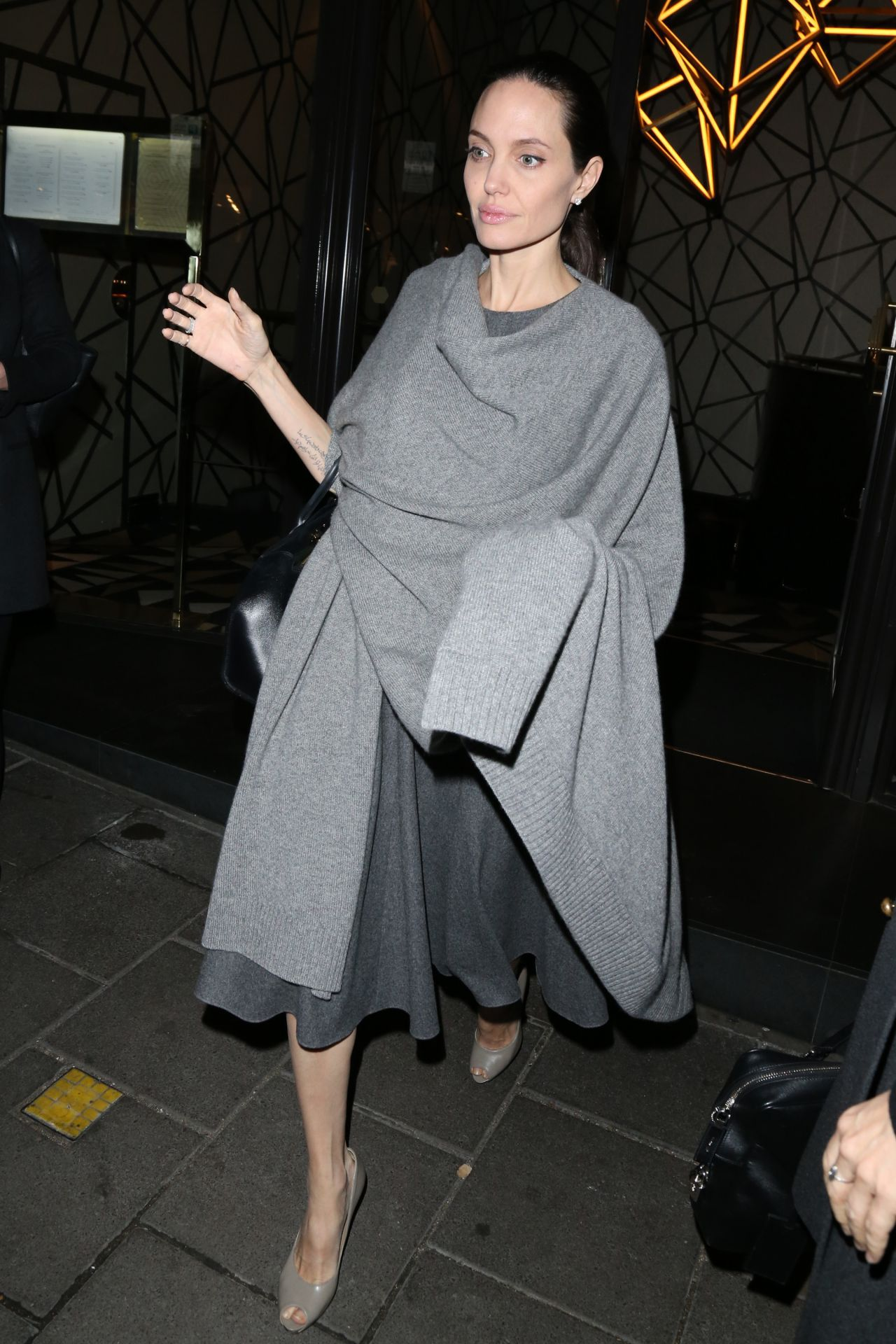 angelina-jolie-night-out-style-leaving-quaglino-s-restaurant-in-mayfair-in-london-4-26-2016-2