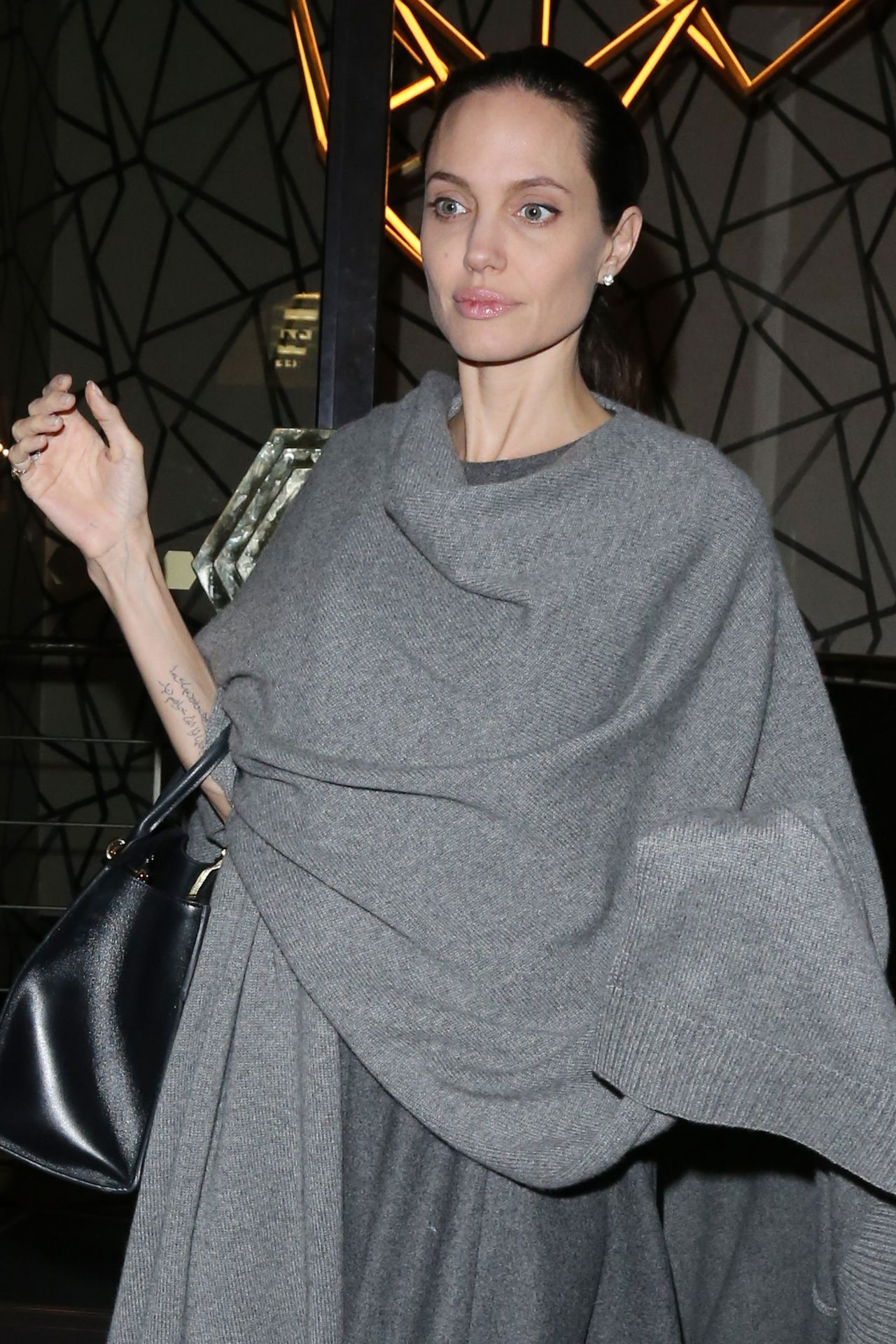 angelina-jolie-night-out-style-leaving-quaglino-s-restaurant-in-mayfair-in-london-4-26-2016-5