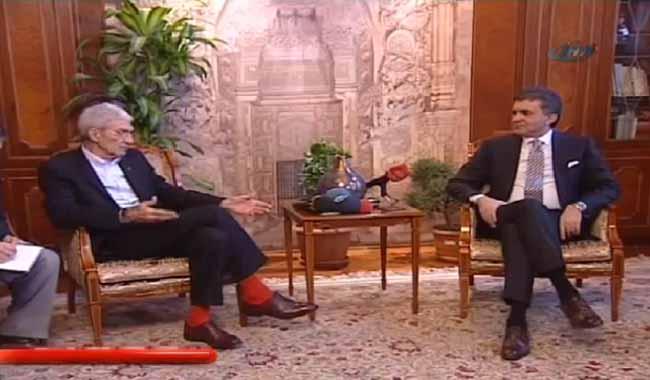 Ο υπουργός που… ζήλεψε τις κάλτσες του Μπουτάρη! (ΦΩΤΟ) - Karfitsa.gr 714b3e5e812