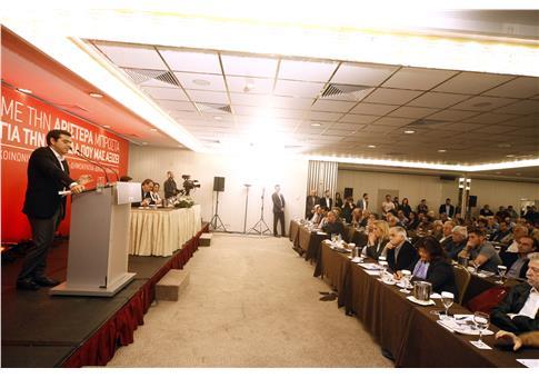 Ο πρωθυπουργός στο βήμα της Κεντρικής Επιτροπής του ΣΥΡΙΖΑ (Φωτογραφία: Eurokinissi )