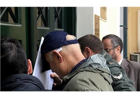 Ο 68χρονος (με το καπέλο) πέρασε το πρωί της Κυριακής το κατώφλι του εισαγγελέα   (Φωτογραφία:  Eurokinissi )
