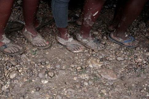 Σχεδόν όλοι οι κρατούμενοι απέδρασαν ξυπόλυτοι   (Φωτογραφία:  Reuters )