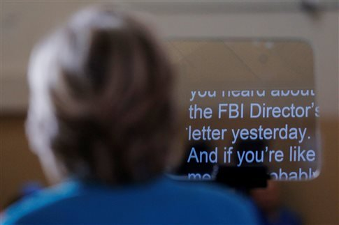 H Κλίντον αντεπιτέθηκε στον αρχηγό του FBI, λέγοντας πως η στάση του είναι «βαθιά ανησυχητική» λίγες ημέρες πριν το στήσιμο της κάλπης   (Φωτογραφία:  Reuters )