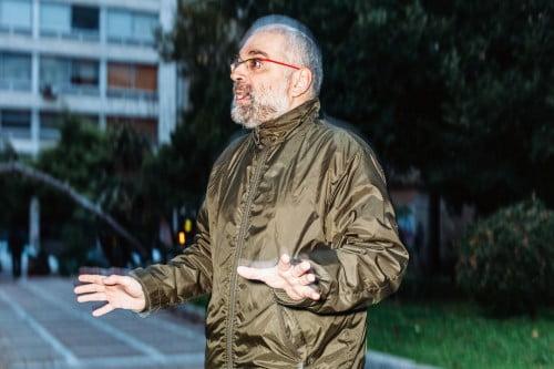 Ο κριτικός κινηματογράφου Ηλίας Φραγκούλης, συμμετείχε στο χαμό κατά τη διάρκεια προβολής (Φωτογραφία: Πάρις Ταβιτιάν / LifO)
