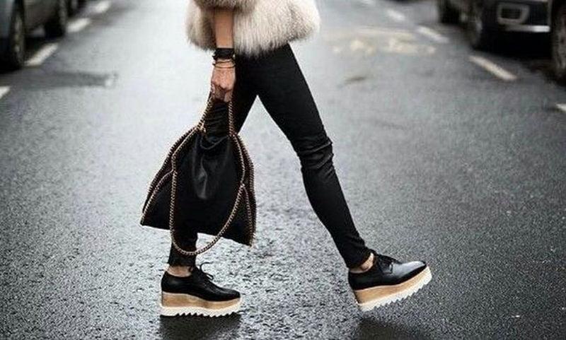 031b0d60134 Το πιο ανέξοδο τρικ για να μη μυρίζουν τα κλειστά παπούτσια ...
