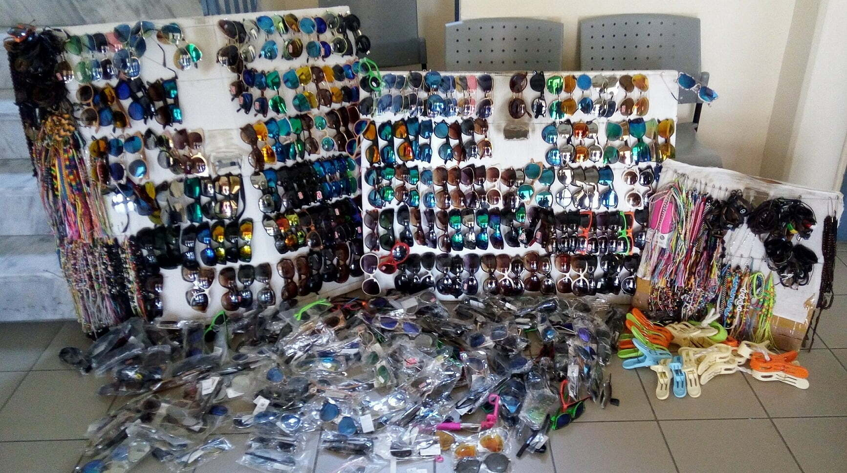 Χαλκιδική  Κατασχέθηκαν πάνω από 4.500 προϊόντα παρεμπορίου (ΦΩΤΟ) - Page  810 of 7712 - Karfitsa.gr 7c82ae28fad